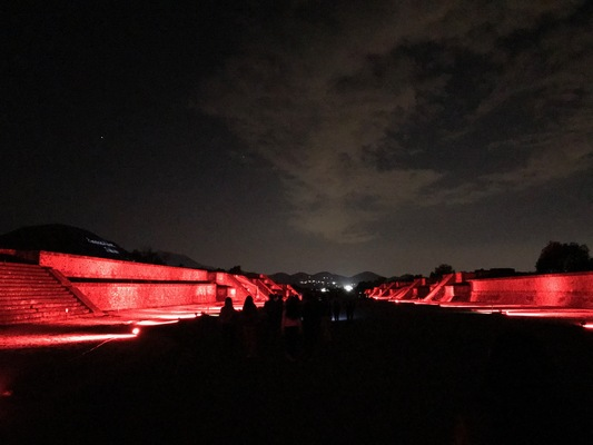 Teotihuacan nocturno (1)